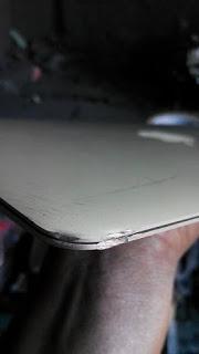 Macbook air bị móp góc